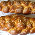 Hallah (pain brioché) à l'huile d'olive, aux oignons, aux olives et au thym