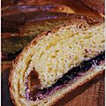 Brioche tresse fourre au fromage frais et confiture de myrtilles