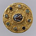 Disk brooch with cameo, langobardic (mount); roman (cameo), ca. 600 (mount); 100–300 (cameo)