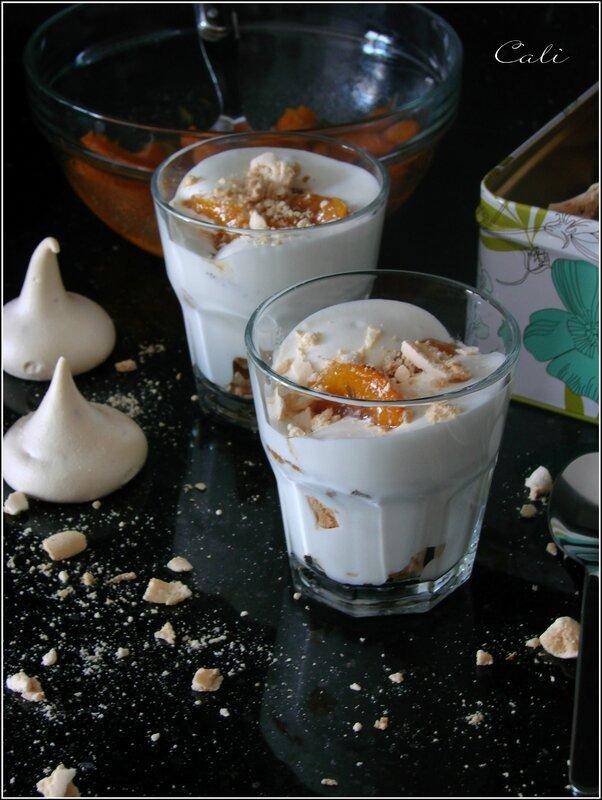 Pavlova Destructurée aux Abricots à la Lavande, Crème Fouettée au Romarin 002