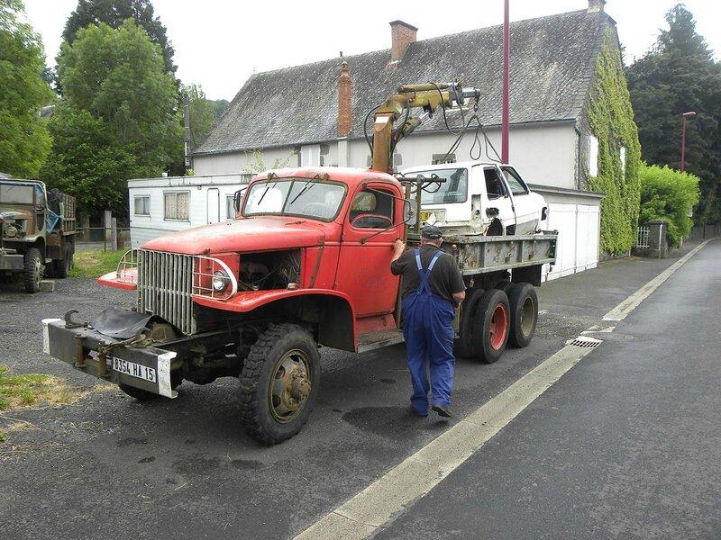 1280px-GMC_truck