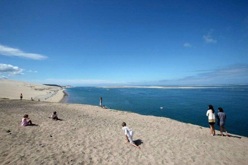 la-plage-du-petit-nice-au-loin-vue-depuis-la-dune-du-pyla-le-9-aout-2010