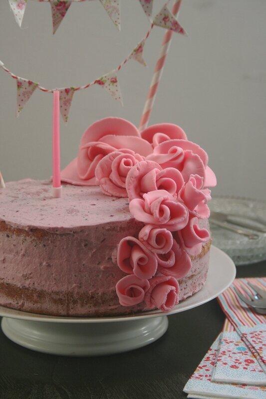 recette gateau anniversaire rose arts culinaires magiques. Black Bedroom Furniture Sets. Home Design Ideas