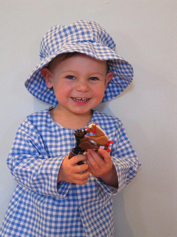 tunique à encolure boutonnée et chapeau, tissu vichy la drogueri