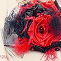 bouquet mariage cabaret baroque corset dentelle rouge noir plumes cereza deco 11 (10d)