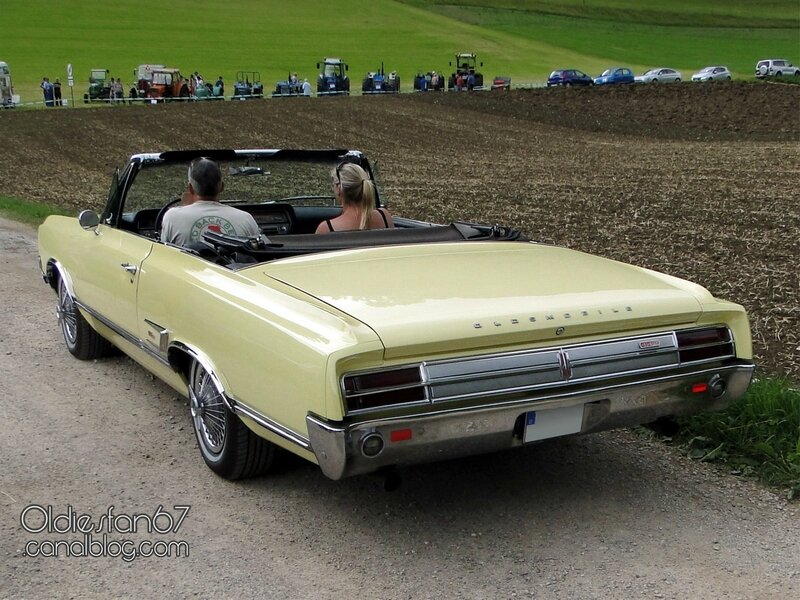 oldsmobile-cutlass-442-convertible-1965-02