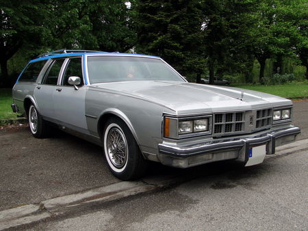 OLDSMOBILE Custom Cruiser Wagon 1986 Retrorencard 1