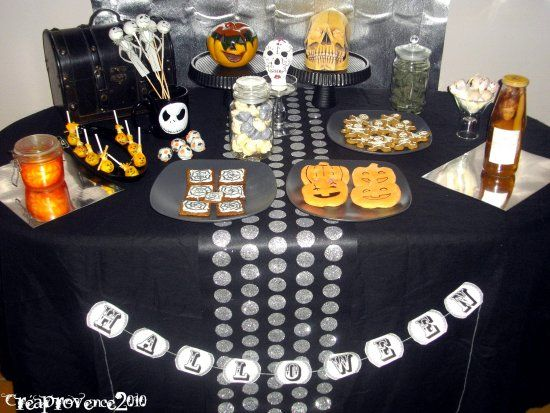table desssert d 39 halloween halloween sweet table silver and black halloween table. Black Bedroom Furniture Sets. Home Design Ideas