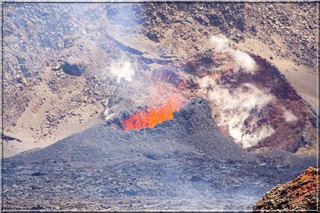 ERUPTION_FOURNAISE_2005