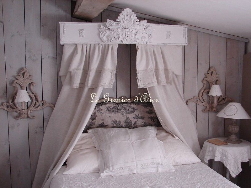 ciel de lit patin et orn d 39 un fronton g ant d coration de charme photo de ciel de lit et. Black Bedroom Furniture Sets. Home Design Ideas