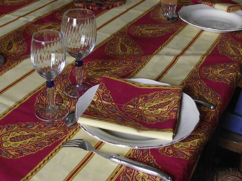 Nappe Et Grande Table Modestement