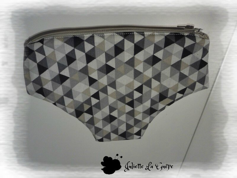 gris noir triangles
