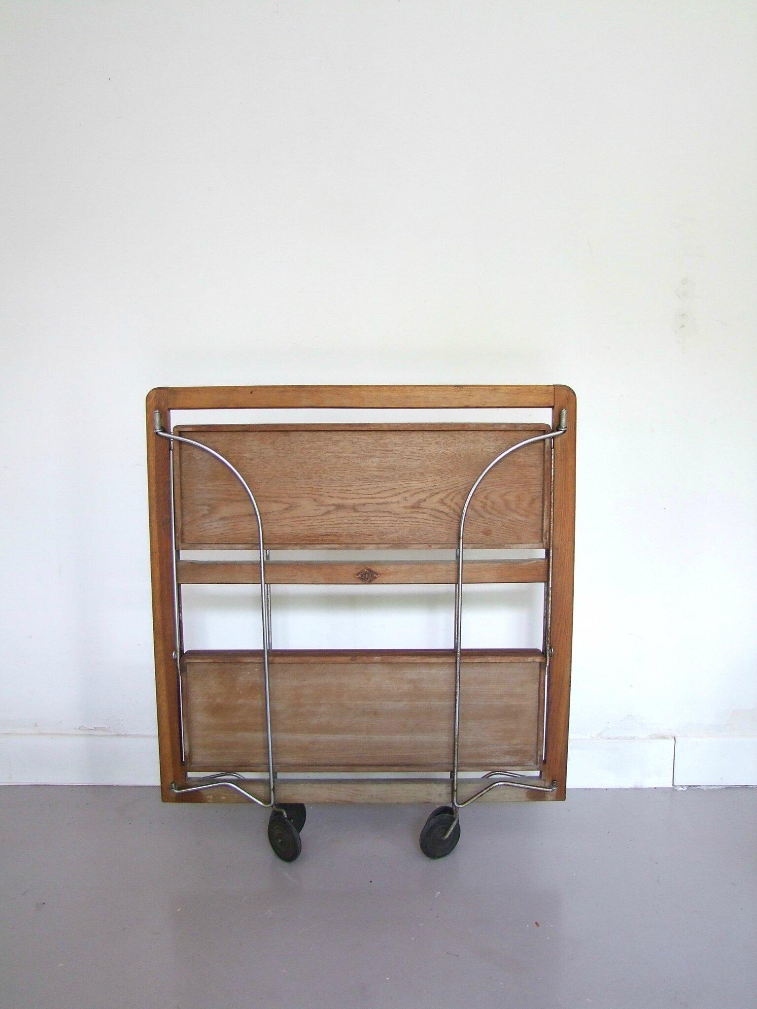 tables chaises fauteuils meubles vintage pataluna. Black Bedroom Furniture Sets. Home Design Ideas