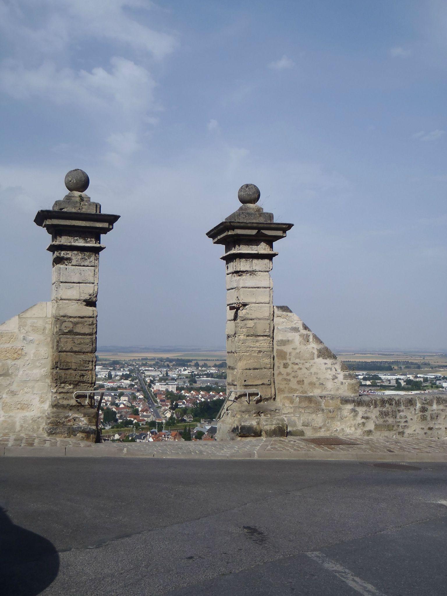 les portes de la ville haute laon