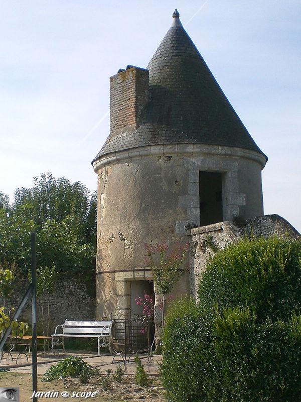 Autre banc de la Tour de l'âne à Valmer (37)