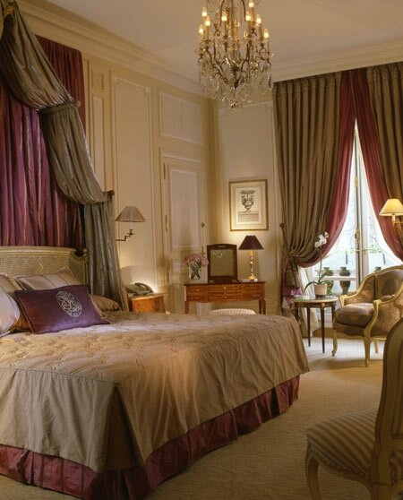 Hotel-Plaza-Athenee-in-Paris_Interior-view_4259
