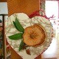 coeur toile de Jouy , pomme et orange séchées