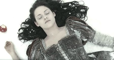 Kristen-Stewart-in-Snow-White