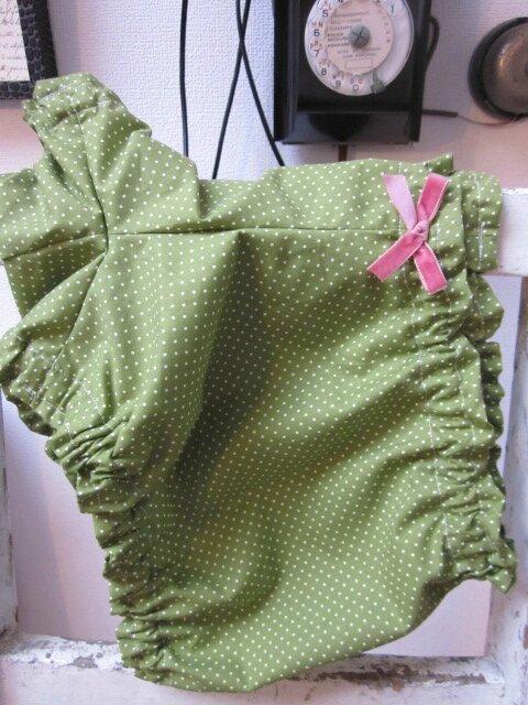Culotte BIANCA en coton vert salade à pois tête d'épingle blanc - noeud de velours rose buvard (7)