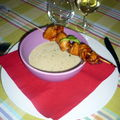 Soupe de noix de coco au basilic et curry vert, brochette de poulet caramlise