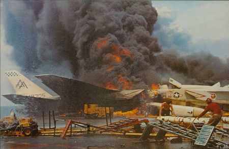USS_Forrestal_fire_RA_5Cs_burning_1967