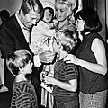 jayne-1966-07-20-ny-westbury-gpb-with_family