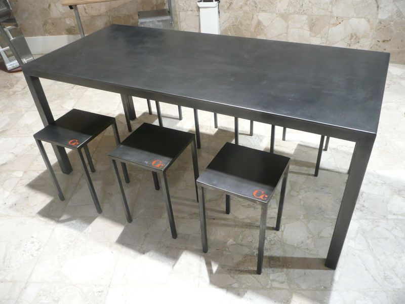 Table haute en m tal patin e cir e verni capucine cassaigne - Table haute et basse ...