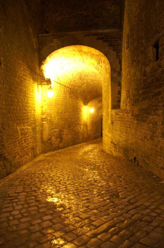 Passage sous la porte