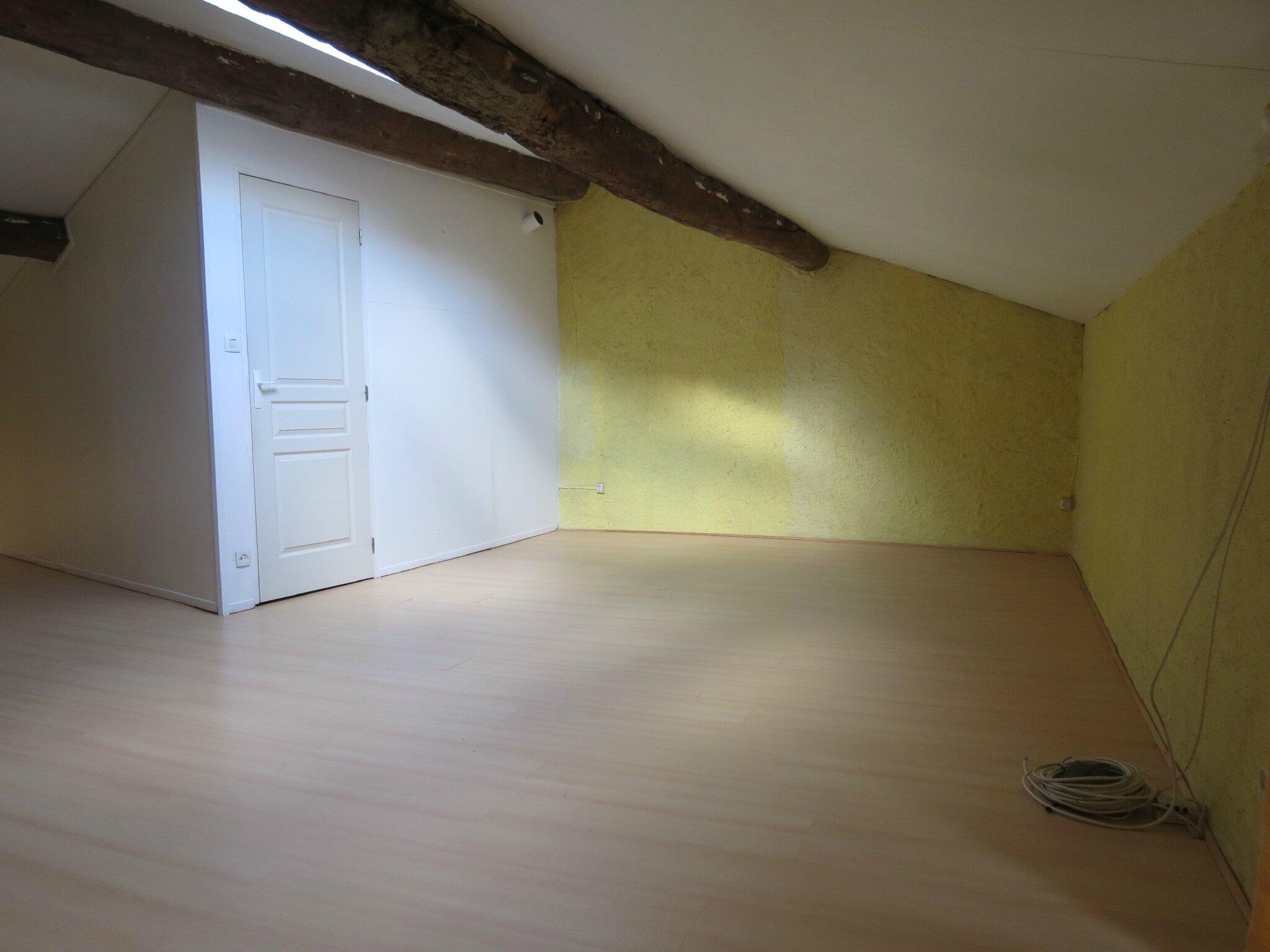 Combles aménagés - Présentation maison de ville à Saint-Rambert (42)