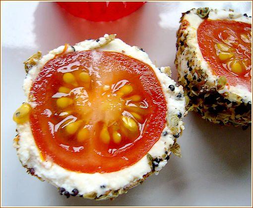 tomate cerises coupeéen deux