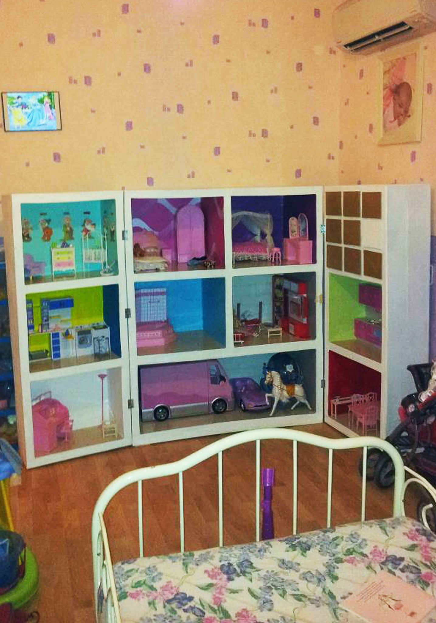 photo maison barbie finie 8 photo de meubles en carton. Black Bedroom Furniture Sets. Home Design Ideas
