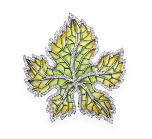 Lot_33_An_art_nouveau_enamel_and_diamond_maple_leaf_brooch_circa_1900_