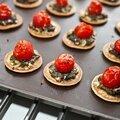 Blinis-pizzettas au condensé de basilic et caramel balsamique