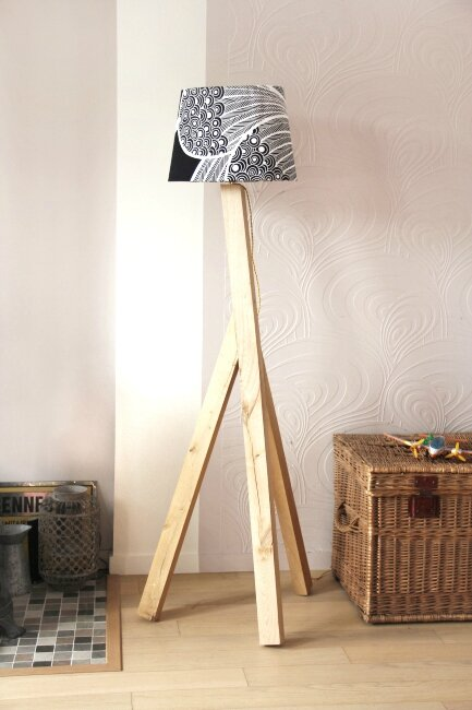 diy un lampadaire tripode cours de bricolage offert. Black Bedroom Furniture Sets. Home Design Ideas