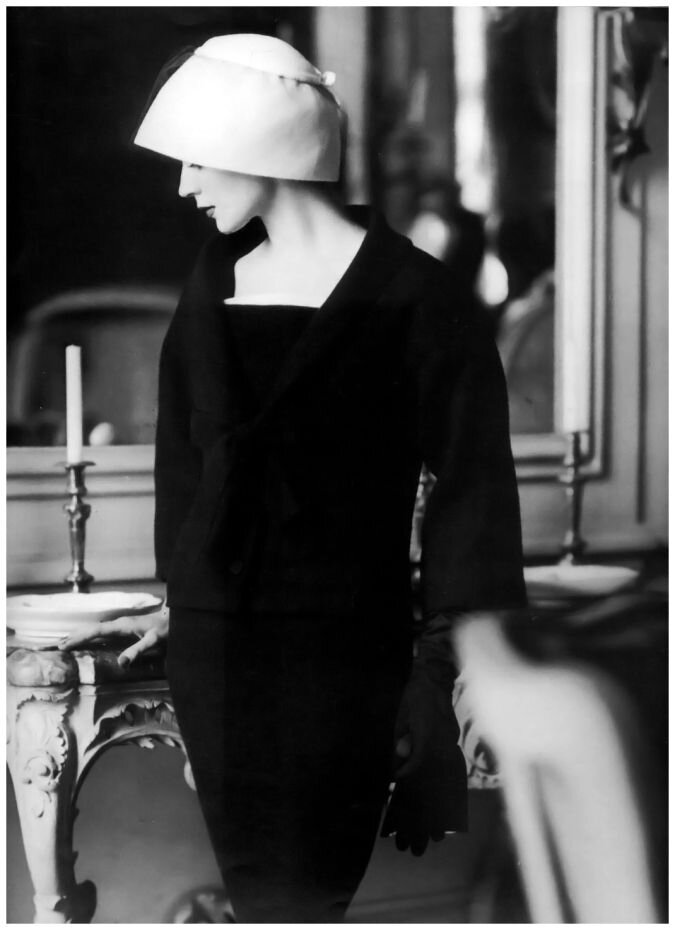 Dovima wearing Jacques Fath, 1956. Photo Henry Clarke