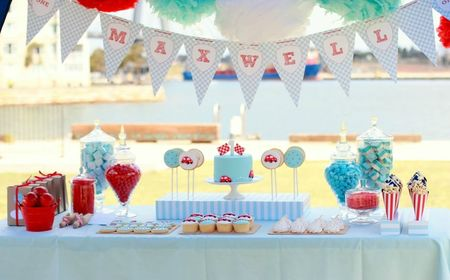 red-blue-race-car-first-birthday-party