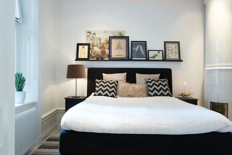 quoi mettre au dessus du lit. Black Bedroom Furniture Sets. Home Design Ideas