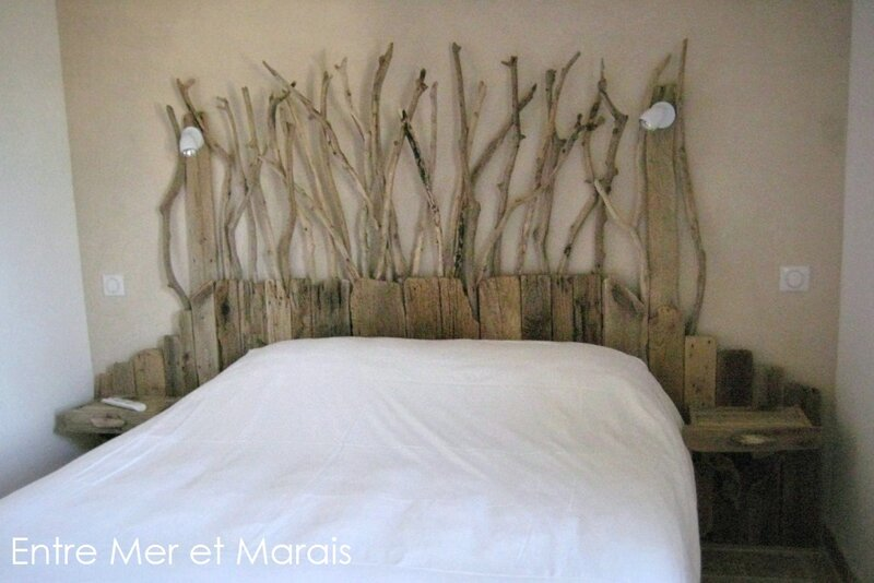 t tes de lit en bois flott entre mer et marais. Black Bedroom Furniture Sets. Home Design Ideas