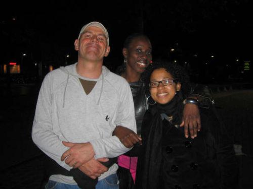 foul , moi et nadia photo prise par Beney à la sortie de Jazzy Jeff