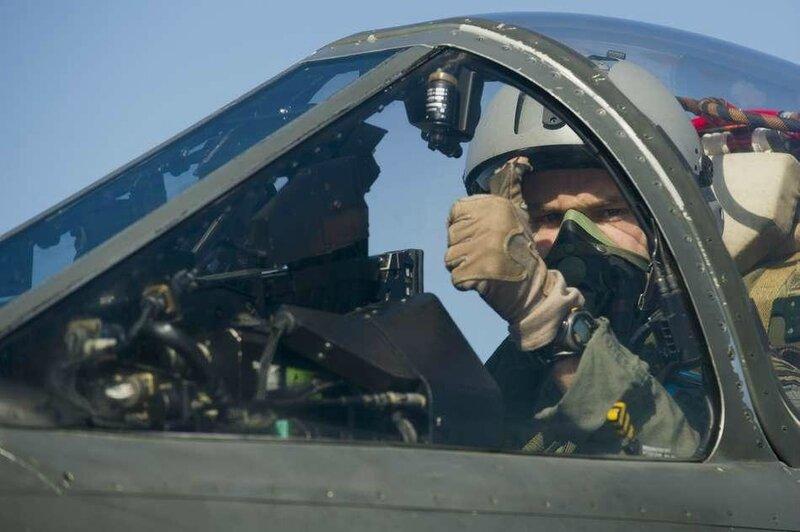 28092012-qualif-appontage-pilotes-01-c-marine-nationale_frederic_duplouich