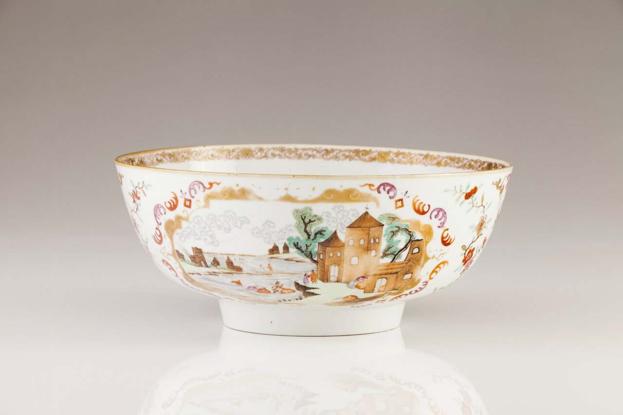 A polychrome decoration in the Meissen style punch-bowl, Qianlong period (1736-1795)
