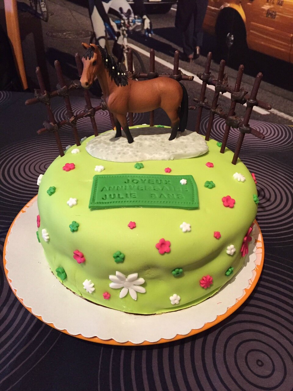 Decoration gateau anniversaire cheval id es de for Decoration gateau pate a sucre
