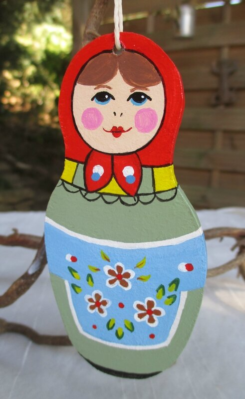Petite matriochka (suspension bois peint) - CélinArtisa