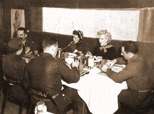 1954-02-19-korea_chunchon-K47_airbase-lunch_at_officers_club-030-1