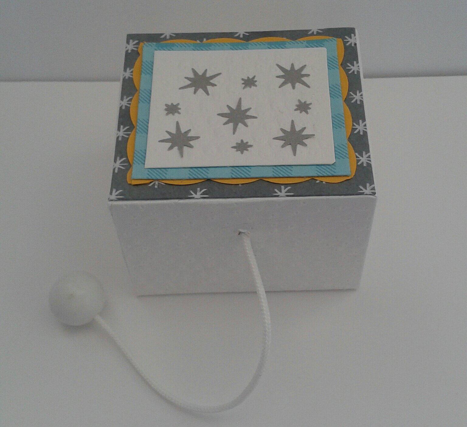 Boîte à musique cartonnée