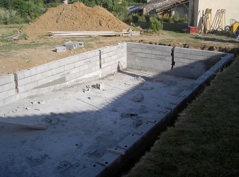 A monte a monte construction de notre rectangle for Piscine en parpaing