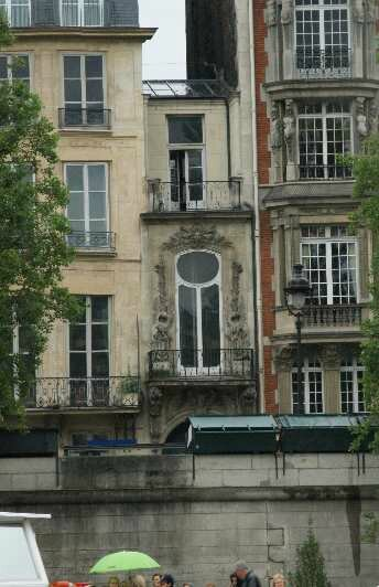 la plus petite maison de paris photo de jeudi 13 juin le voyage paris. Black Bedroom Furniture Sets. Home Design Ideas