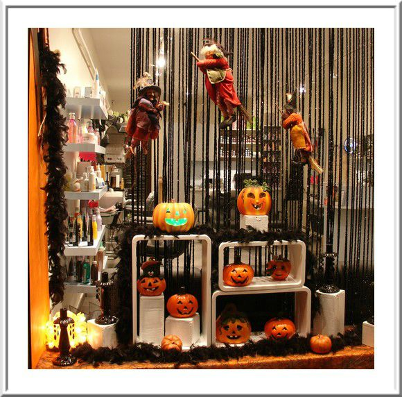 Decoration halloween vitrine goshowmeenergy for Table exterieur vima