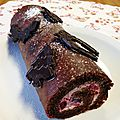 Bûche au chocolat et fruits rouges