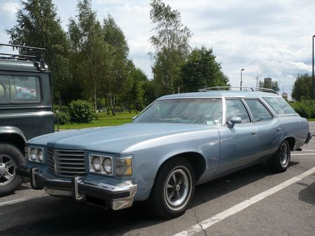 PONTIAC_Catalina_Safari_wagon_Sprimont___parking_AC__1_